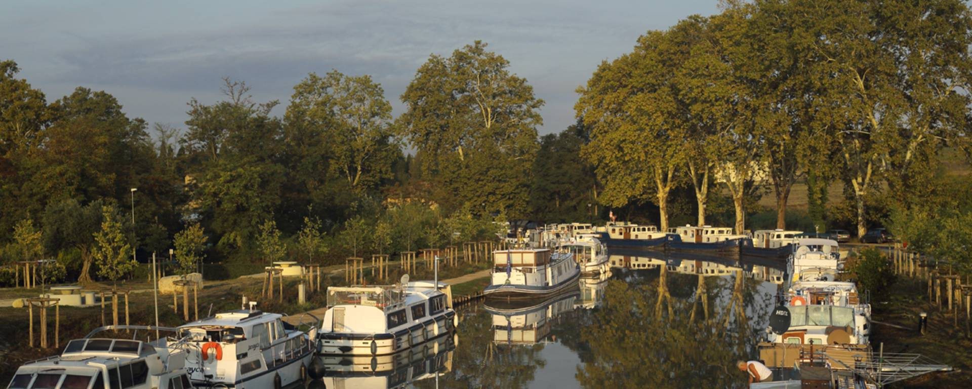 Pleasure boating on the canal ©G. Souche