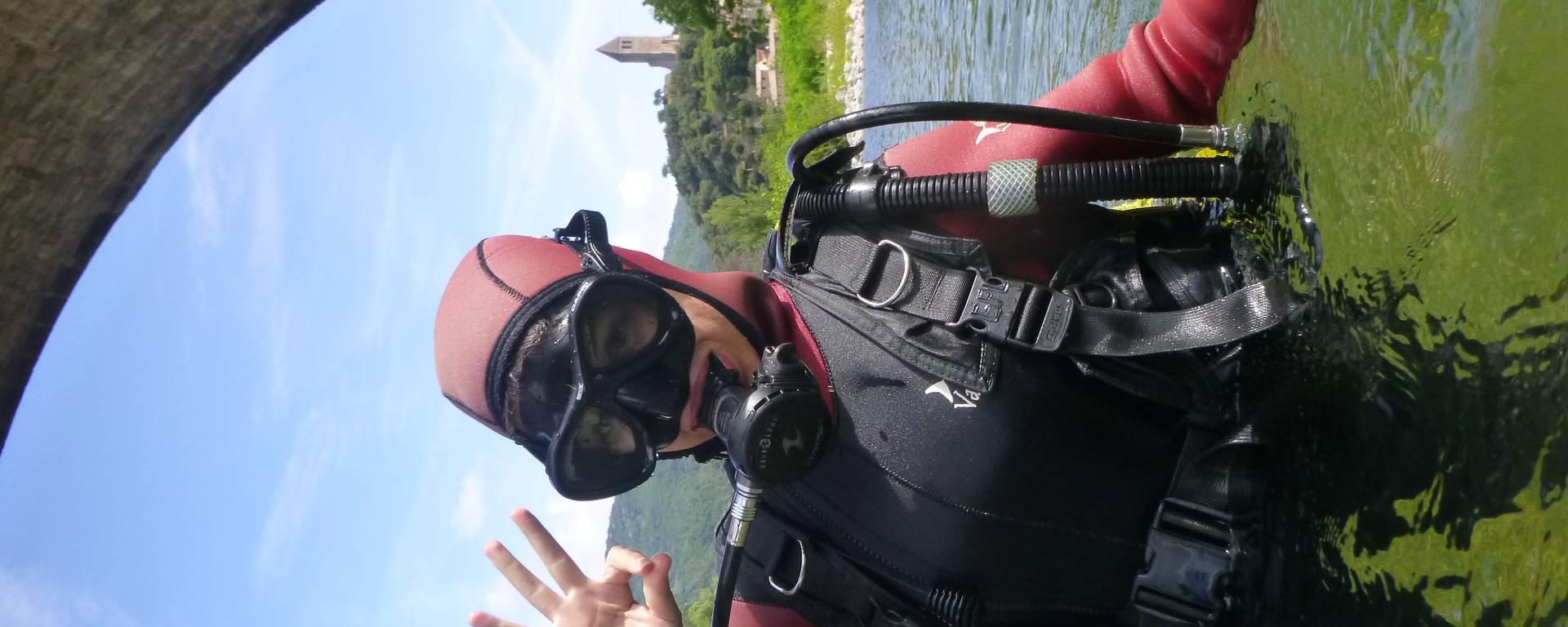 enfant plongeur rivière