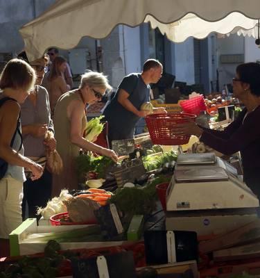 Summer market in the Minervois country ©G.Souche - Pays Haut Languedoc et Vignobles