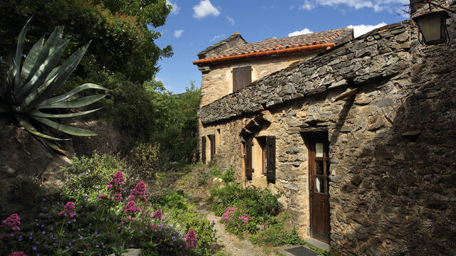 Stone building housing a comfortable gîte ©G.Souche