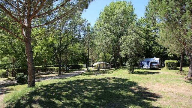 Camping at the Domain le Gatinié, near Les Aires