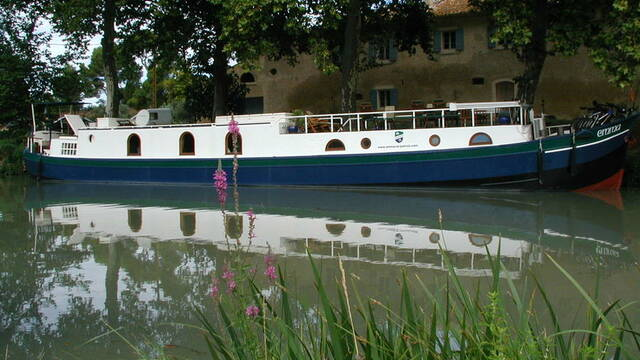 """Hotel on a the barge """"Emma"""" in Capestang"""