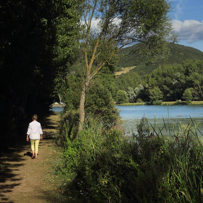 A calm lake in the Pays d'Art et d'Histoire Haut Languedoc et Vignobles