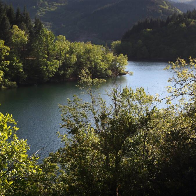 Lake Avéne